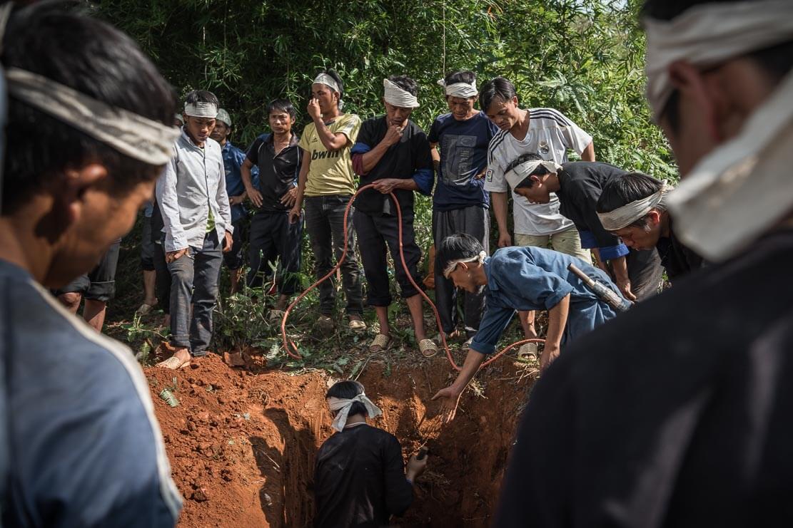 vietnam-hmong-funeral-024