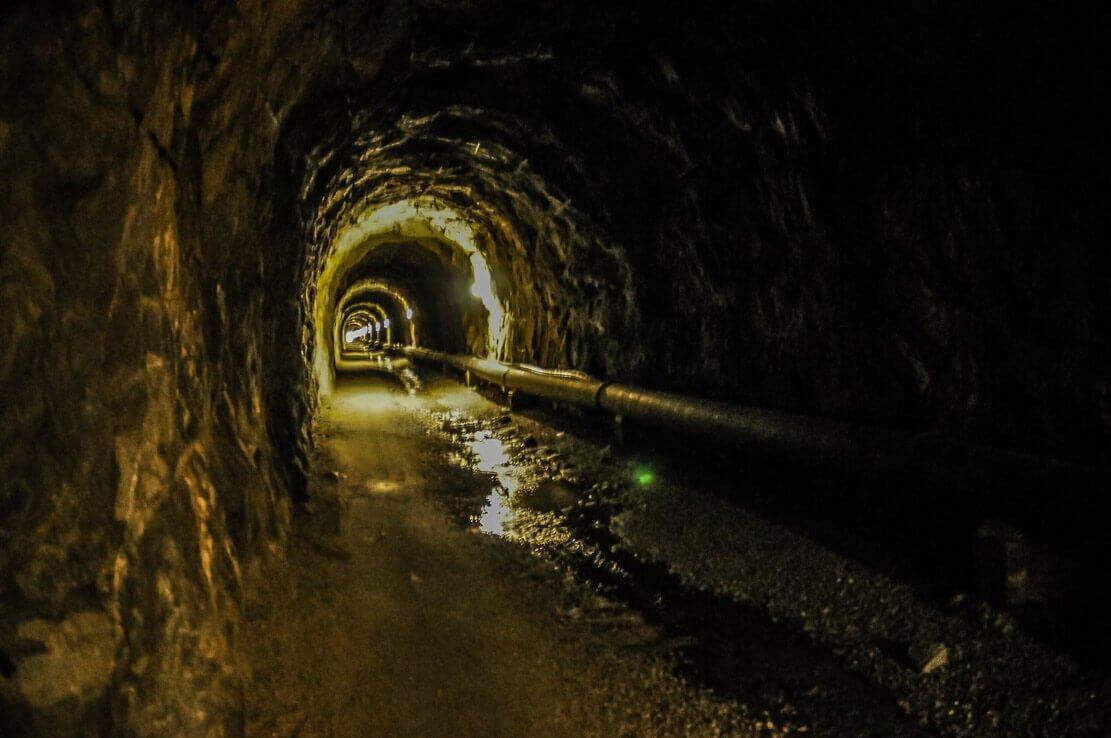 Randonnée en Suisse au glacier d'Aletsch et le tunnel du Tälligrat