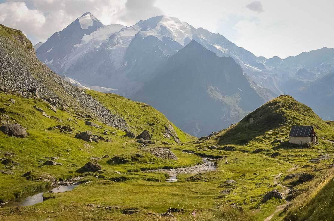 Lac Louvie, randonnée en Valais, Suisse à la cabane du Mont-Fort, Val de Bagnes