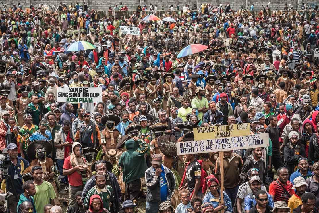 Papua New Guinea festivals: curious public at Enga Cultural Show