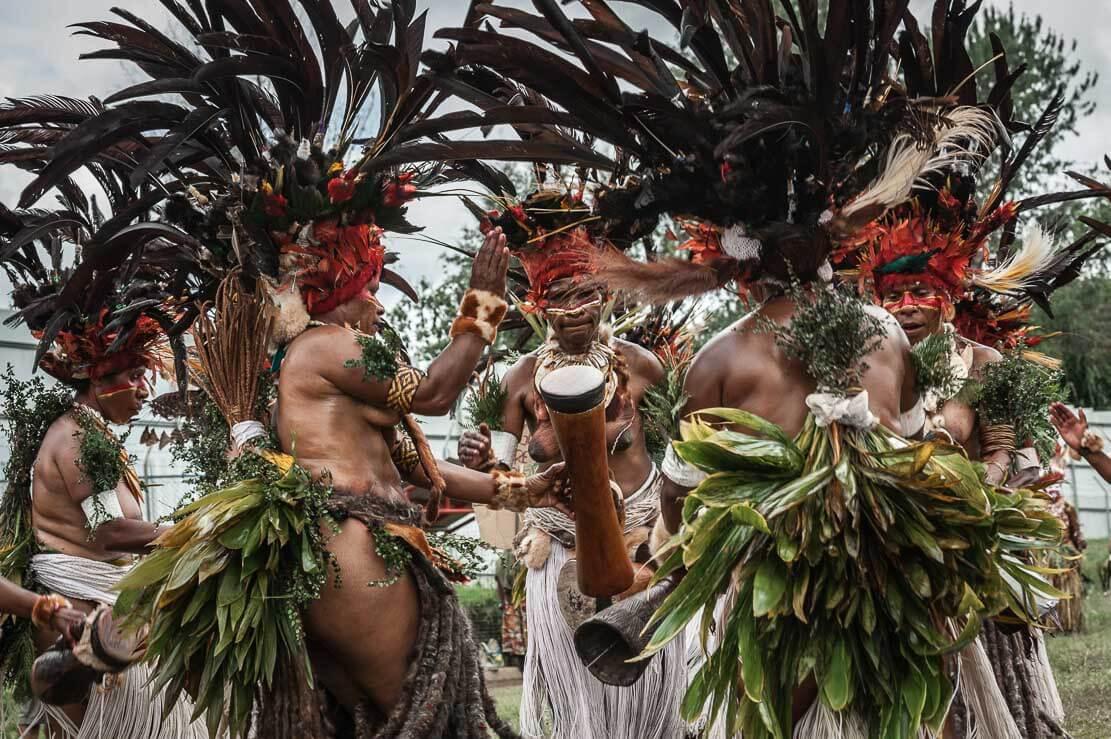 Papua New Guinea festivals: sing sing groups from Chimbu (Simbu) at Enga Cultural Show in Wabag