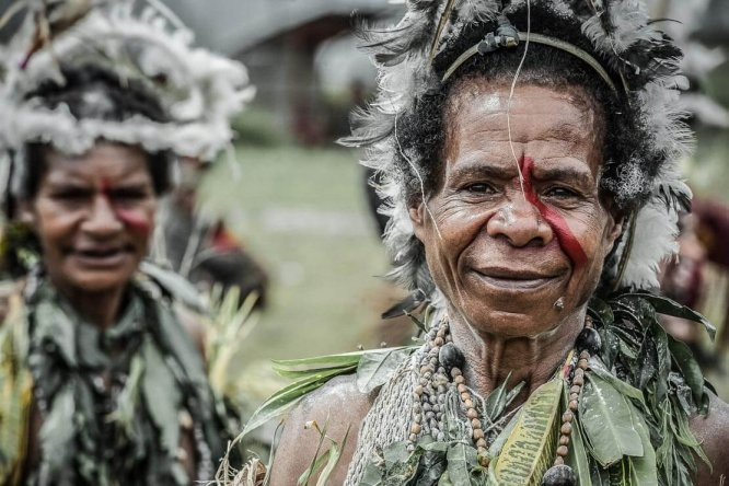 Papua New Guinea festivals: sing sing groups at Enga Cultural Show in Wabag
