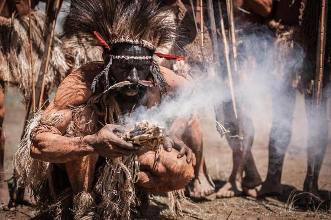 Papua New Guinea festivals: Hewa people from Hela province making traditional fire at Enga Cultural Show in Wabag