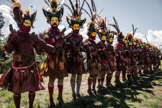 Papua New Guinea festivals: Tari Huli wigmen from Hela province at Enga Cultural Show in Wabag