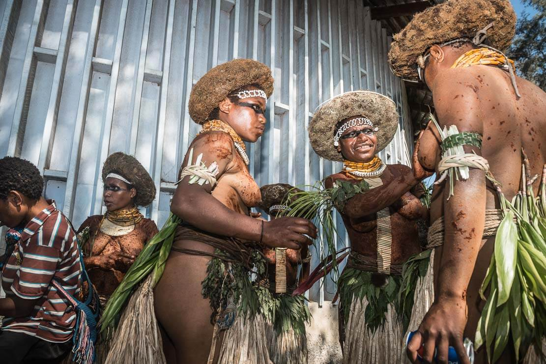 Papua New Guinea festivals: Suli Muli performers getting ready for Enga Cultural Show in Wabag