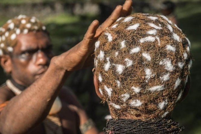 Papua New Guinea festivals: preparation for Enga Cultural Show in Wabag
