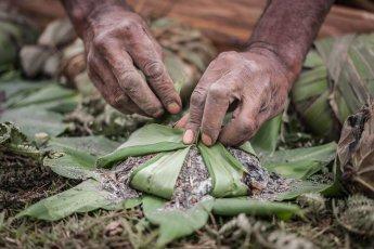 Papua New Guinea festivals: traditional salt making at Enga Cultural Show