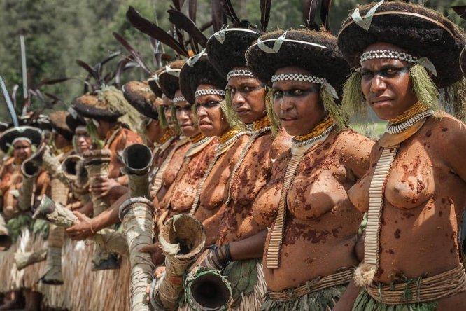 Papua New Guinea festivals: Suli Muli dancers at Enga Cultural Show