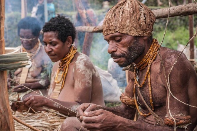 Papua New Guinea festivals: local craftsmen at Enga Cultural Show