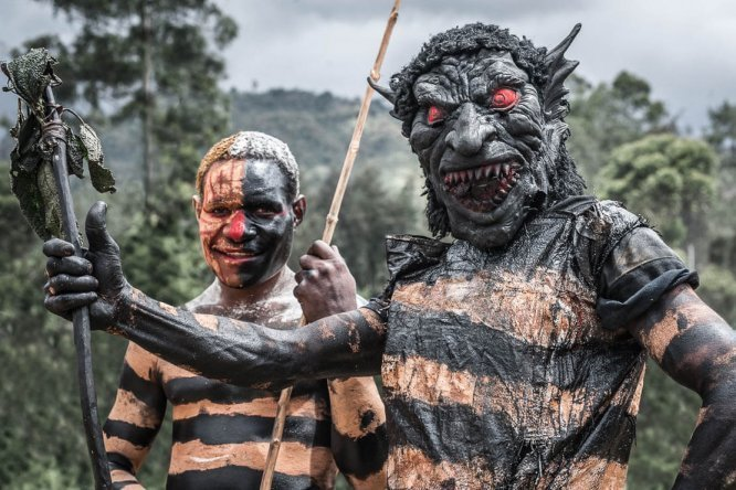 Papua New Guinea festivals: performers from Western Highlands province at Enga Cultural Show in Wabag
