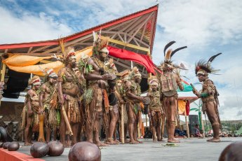 Tribesmen in traditional attire from Eastern Highlands of Papua New Guinea at Melanesian Festival